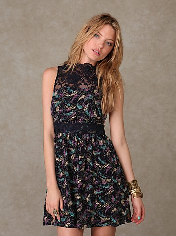 Sleeveless Floral Lace Neck Dress