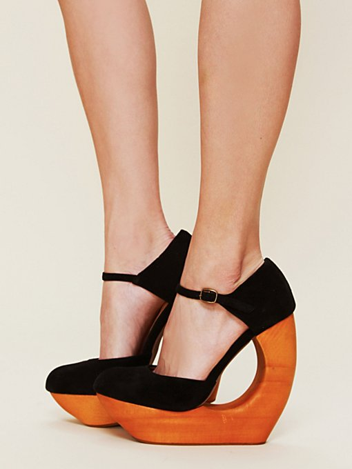 Rockaway Cutout Wedge
