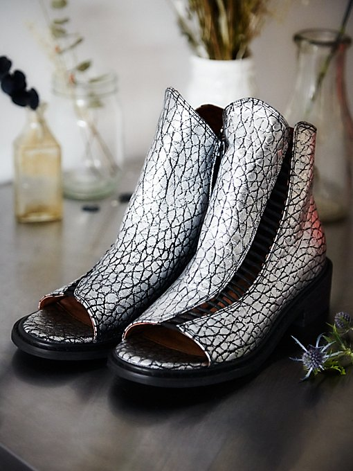 Minadream Boot