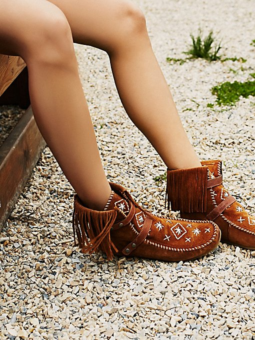Mila Embriodered Moccasin