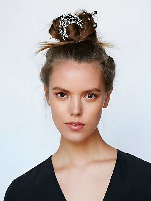 Arabesque Bun Holder